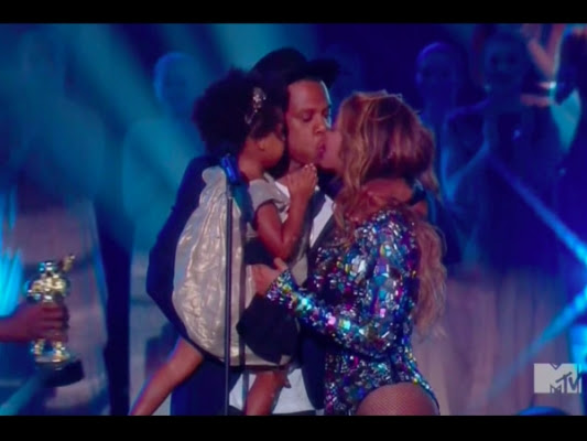 Beyonce and Jay Z's Kiss