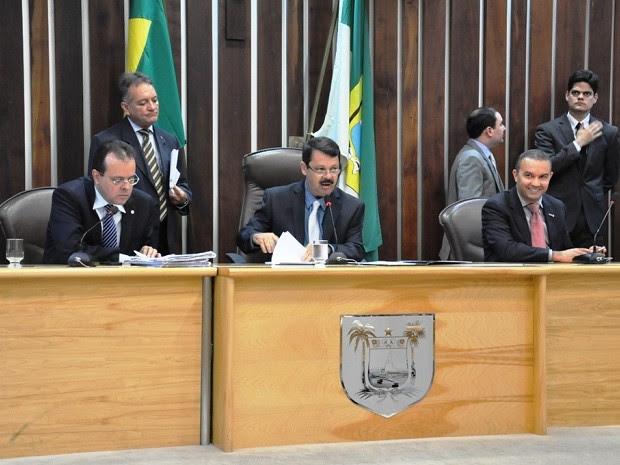 Deputados do RN promulgaram emenda à Constituição Estadual nesta quinta na Assembleia Legislativa (Foto: Divulgação/Assembleia Legislativa)
