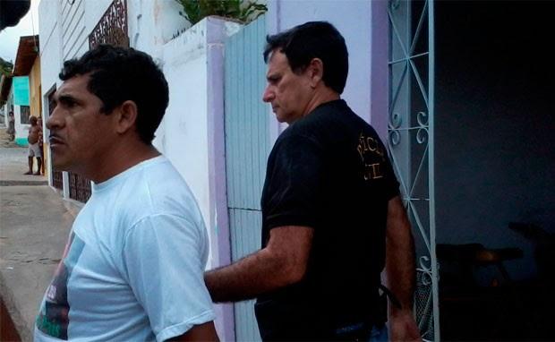 Joelito Pedro da Silva (camiseta branca) foi preso em Nova Cruz (Foto: Rafael Barbosa/G1)