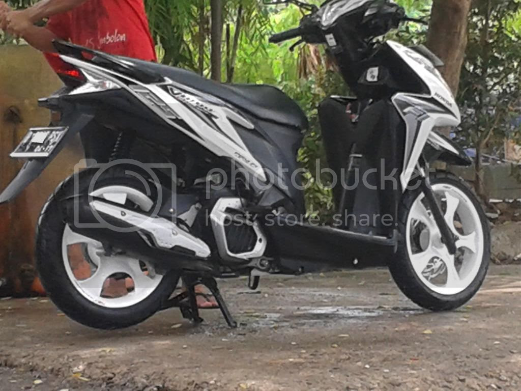 Modifikasi Motor Vario Putih Lampak Modifikasi