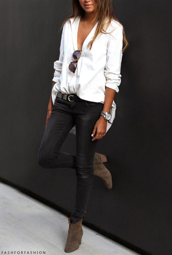jeans neri camicia bianca con lunghi stivali