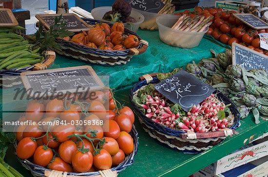 Marche aux Fleurs, Cours Saleya, Nice, Alpes Maritimes, Provence, Cote d'Azur, French Riviera, France, Europe                                                                                            Stock Photo - Direito Controlado, Artist: Robert Harding Images    , Code: 841-03058368