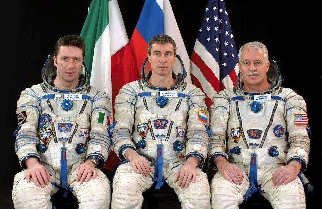 Apr15-2005_Soyuz_TMA-6_vittori