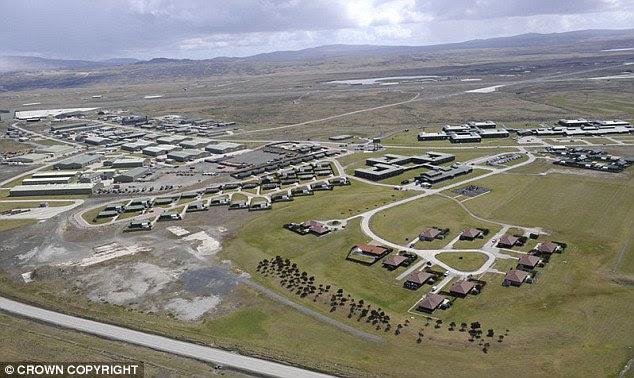 A base aérea Mount Pleasant é um ponto estratégico importante para 38 milhas longe de Stanley
