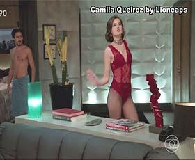 Camila Queiroz super sensual na novela Verão 90