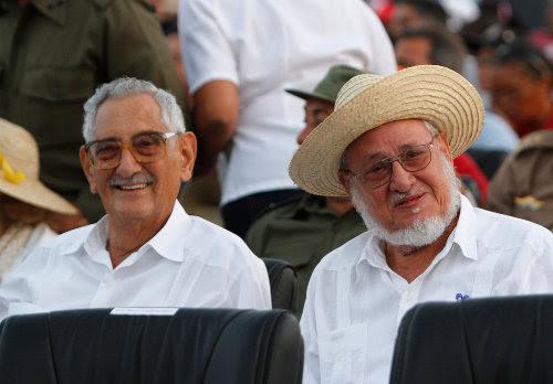 Julio Camacho Aguilera e Jorge Risquet Valdés participou da cerimônia para o 60º aniversário do assalto ao Quartel Moncada.  Foto Ismael Francisco / Cubadebate