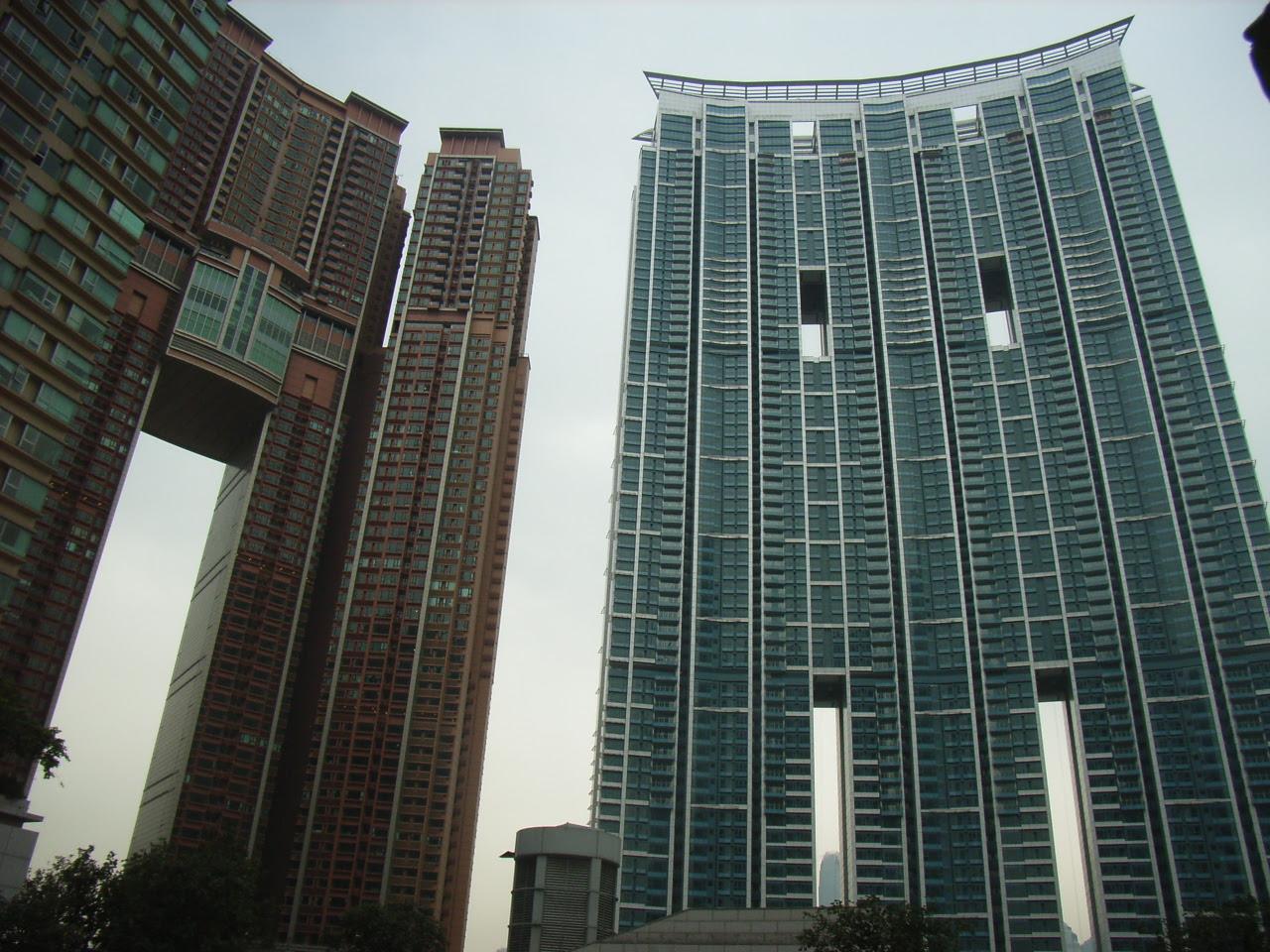http://upload.wikimedia.org/wikipedia/commons/e/e0/HK_MTR_Kln_Station_The_Arch_n_The_Harbour_Side_916.jpg