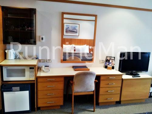 Copthorne Commodore Hotel 02 - Bedroom