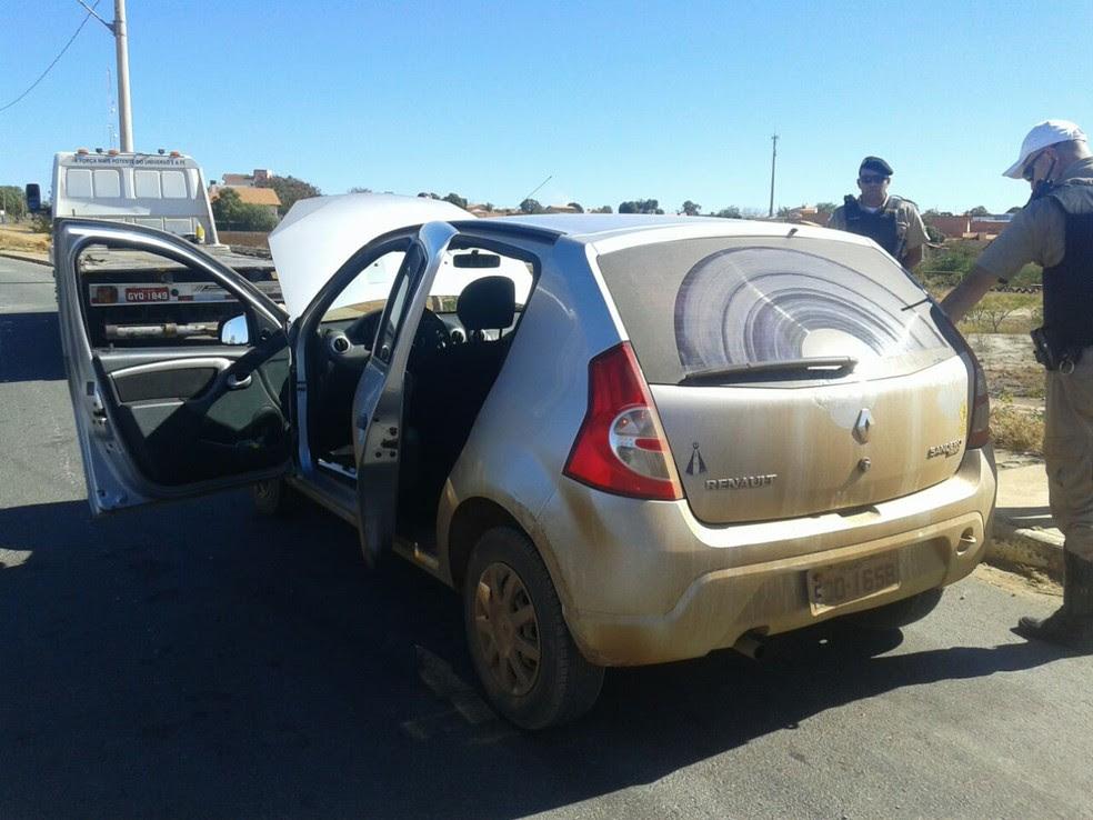 Carro tem mesmas características de veículo usado em arrombamento (Foto: Polícia Militar/Divulgação)