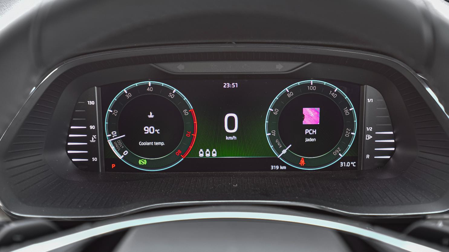 'Virtual Cockpit' digital instruments display stays inconspicuous, but is sharp and legible at all times. Image: Overdrive/Anis Shaikh