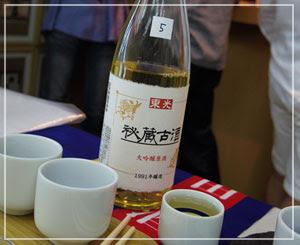 新橋「立ち呑み庫裏」にて。この古酒、美味しかったなぁ……。