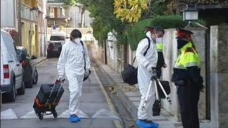 Equips forenses entrant a la casa de l'empresari Jordi Comas a Platja d'Aro