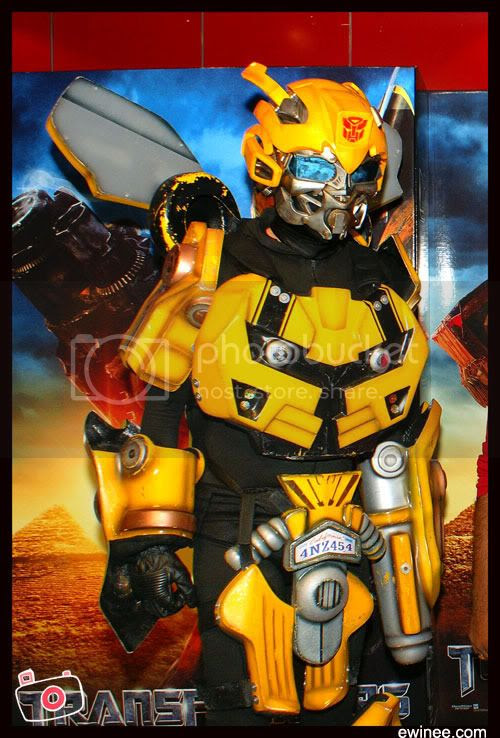 Bumble-bee-transformer-2-premiere