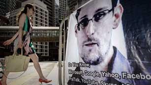 Ver vídeo  'Snowden sorprende abandonando Hong Kong en un vuelo comercial con rumbo a Moscú'