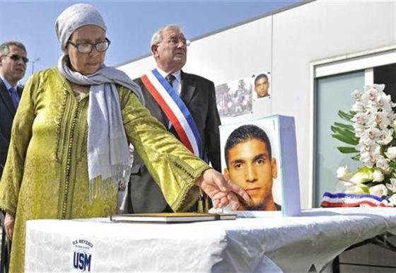 lors-de-l-hommage-a-mohamed-legouad-a-meyzieu-quelques-jours-apres-la-mort-du-militaire-tombe-a-montauban-sous-les-balles-de-mohamed-merah-photo-pierre-augros