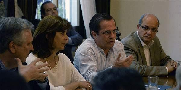 Los cancilleres de Brasil, Colombia y Ecuador durante una reunión con la oposición venezolana.