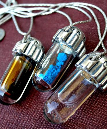 unearthen-vial-necklace-1a