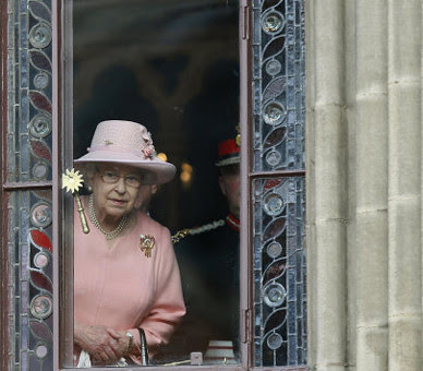 The Queen at Manchester Town Hall by The British Monarchy