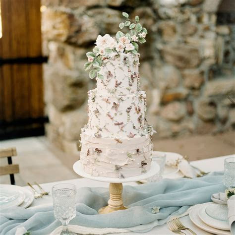 From Start to Finish: Here's How Wedding Cakes Are Made