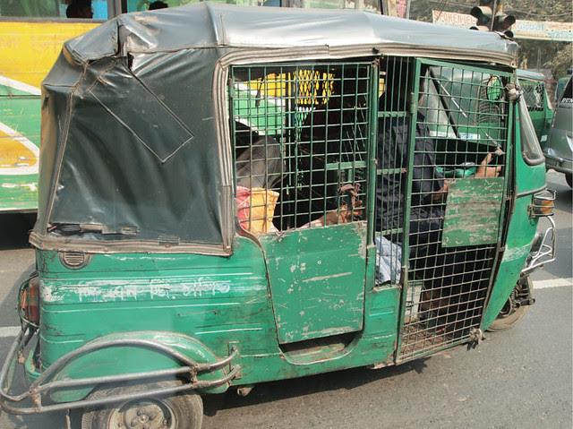 Dhaka_CNG_auto_rickshaw_blog