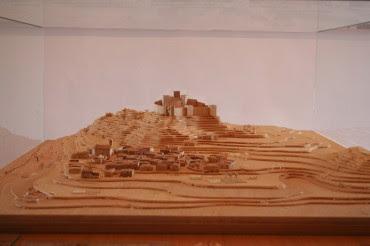 La maqueta de Nuria Barrero, que recrea el Petrer medieval, está a punto de irse a Valencia como proyecto de fin de ciclo de su autora. Hemos hecho también un vídeo para que puedan disfrutarla, porque es espectacular.
