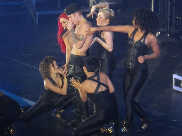Justin Bieber em show em New Jersey, nos Estados Unidos (Foto: AKM-GSI Brasil/ Splash News)