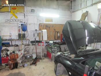 Interior del taller ilegal de Aroche (Huelva)