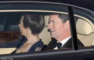 royal wedding kate  william leave clarence house