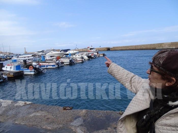 «Καθόμασταν εδώ στο λιμάνι και βλέπαμε τα καΐκια να έρχονται από τον Φάρο και έλεγα κάποια μέρα με ένα από αυτά θα γυρίσει και ο πατέρας» διηγείται η Μ. Μαριόλη