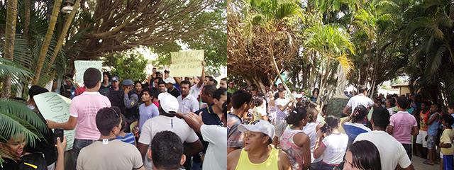 População protestando contra a destruição da praça pública