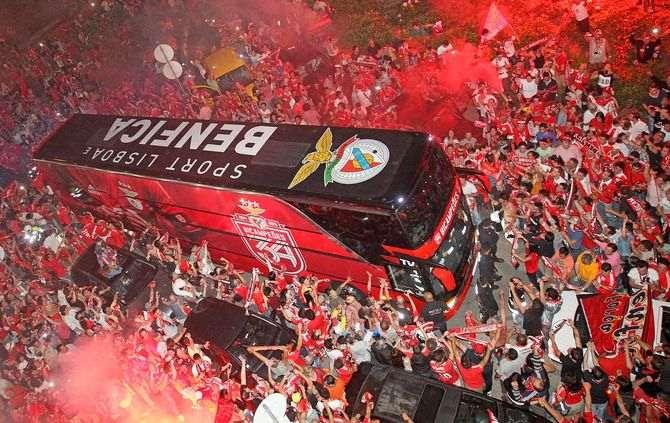 Momento em que o autocarro do Benfica chegou ao Marquês de Pombal