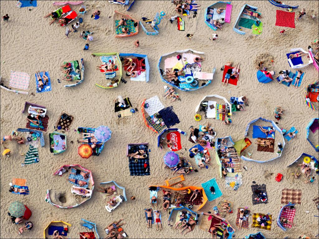 Separadores de espaço na praia, uma tradição polonesa 03