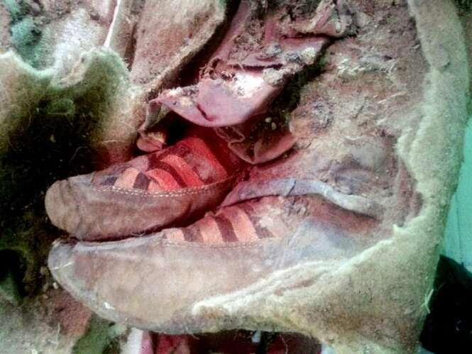 Múmia de 1,5 mil anos é encontrada na Mongólia calçando tênis de marca