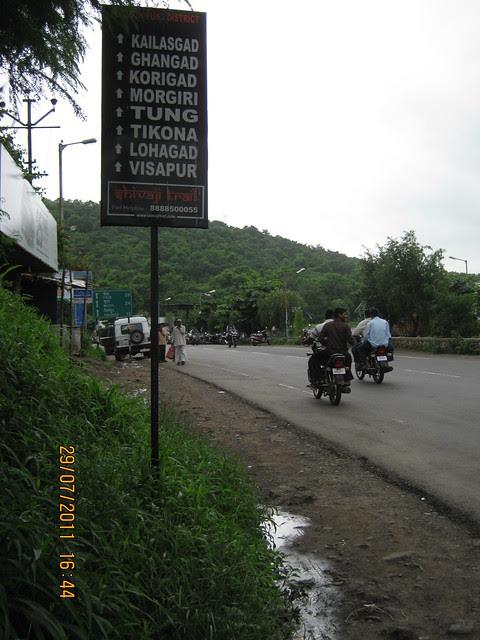 "Paud Road - ""Shivaji Trail"" - & a way to Paranjape Schemes' Gloria Grace, 2 BHK & 3 BHK Flats, at Bavdhan, Kothrud Annexe, Pune"