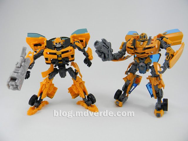 Transformers Bumblebee Deluxe - DotM - modo robot vs Premium 2007