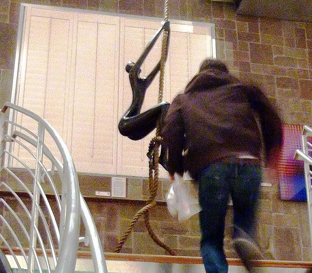 P1050669-2010-12-10-Castleberry-Besharat-Gallery-Rope-Climber