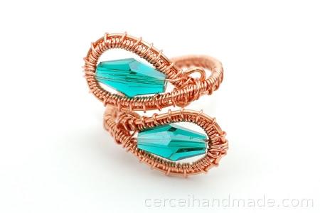 Inel handmade cupru si cristale verde emerald