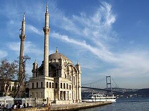 English: Ortaköy Mosque, along the Bosphorus, ...