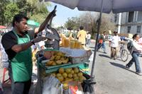 Un vendedor de jugos en la ciudad de México. Foto: Benjamin Flores
