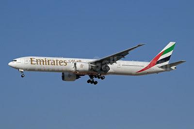 Emirates Airline Boeing 777-31H ER A6-EBD (msn 33501) DXB (Paul Denton). Image: 910139.