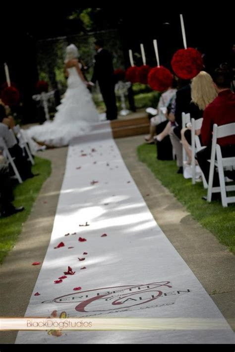 Another beautiful August wedding aisle runner, outdoors