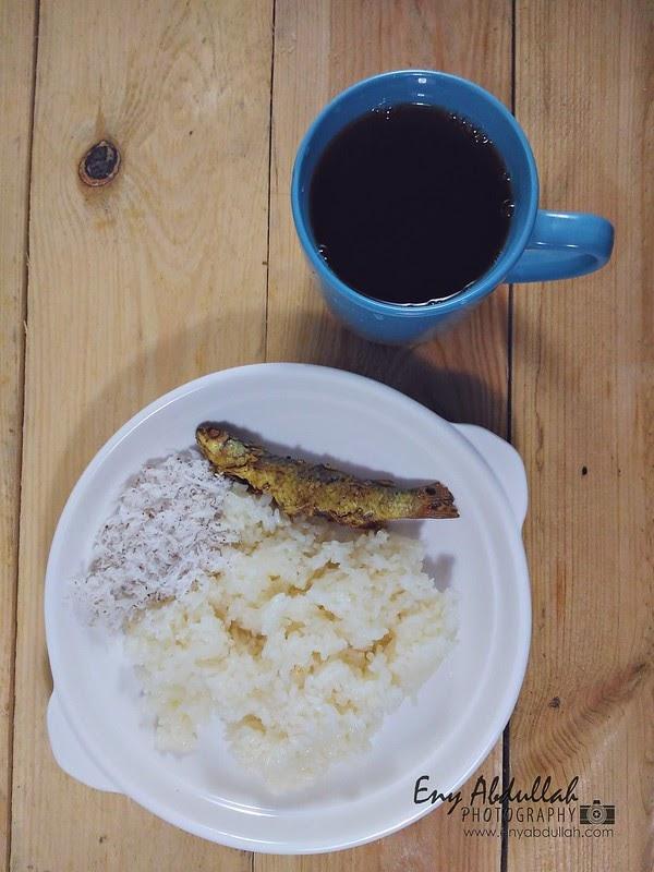 Menyorok Pulut Tanak Ikan Masin