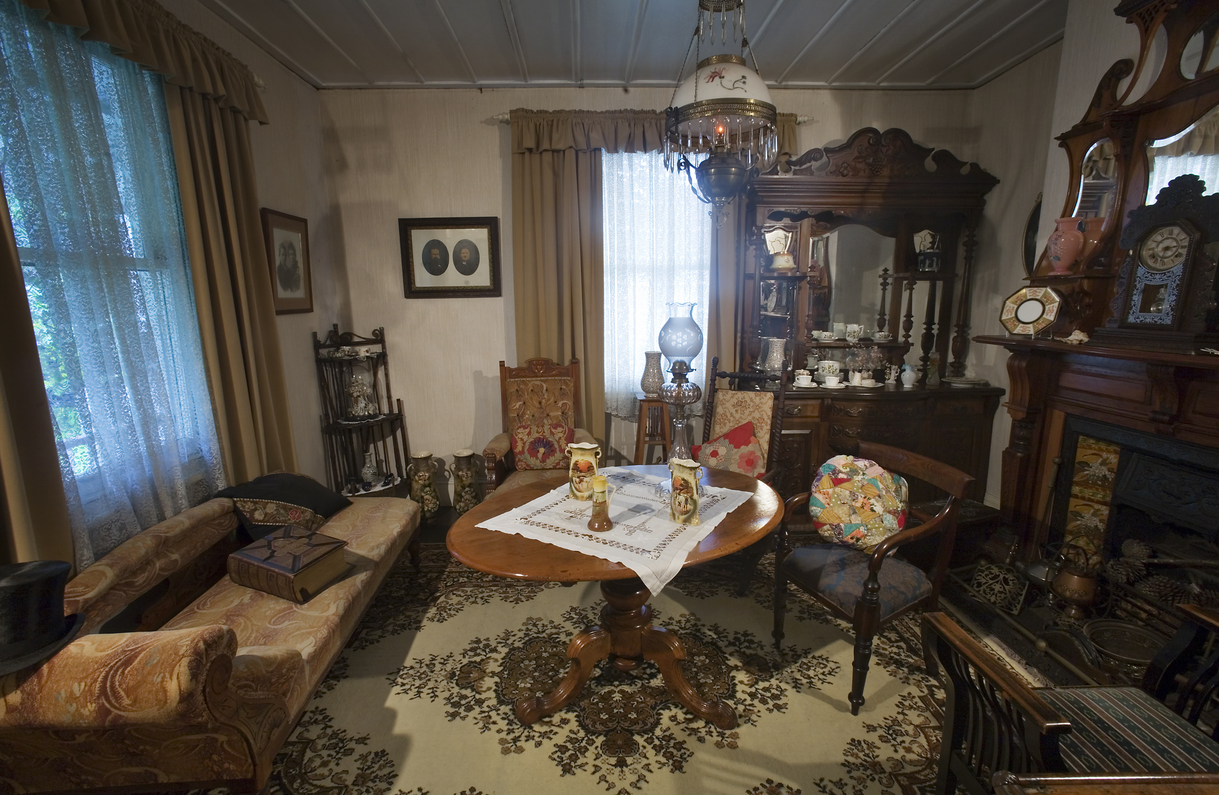 File:19th century Victorian living room, Auckland - 0816
