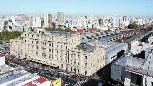 La Legislatura respaldó un reclamo de larga data para crear plazas en el entorno de la terminal del ferrocarril Sarmiento