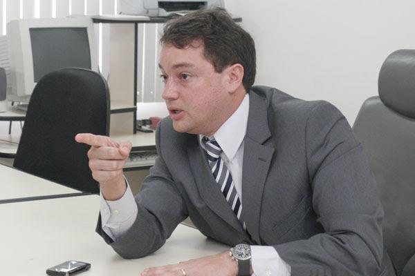 Promotor Luiz Eduardo Marinho avisa que só uma decisão judicial pode liberar a venda de bebidas