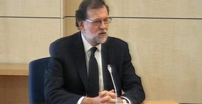 Imagen capturada de la señal de vídeo institucional que muestra al presidente del Gobierno, Mariano Rajoy, durante su declaración como testigo en la Audiencia Nacional en San Fernando de Henares (Madrid) en el macrojuicio de corrupción de la trama Gürtel