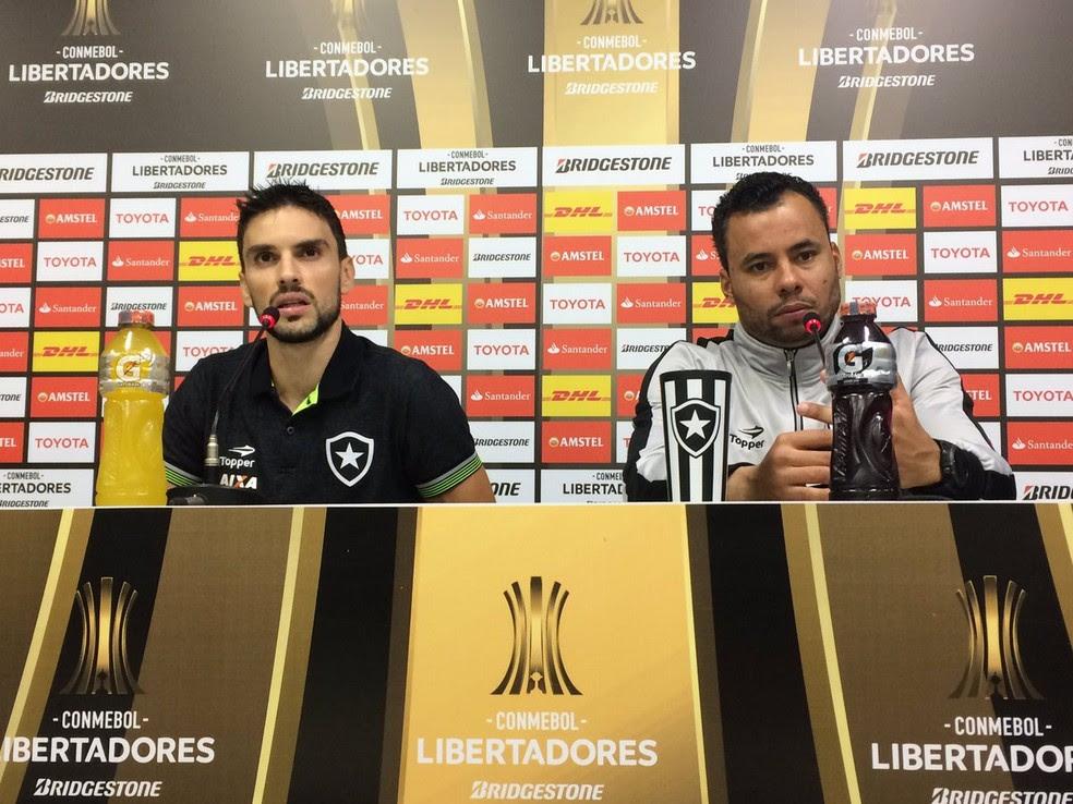Jair e Pimpão enalteceram a classificação do Botafogo em coletiva (Foto: Divulgação / Botafogo)