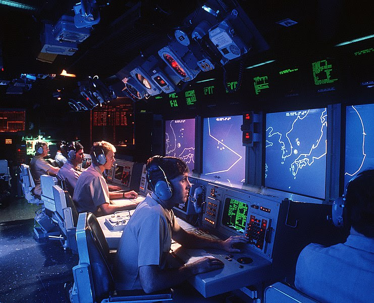 File:USS Vincennes (CG-49) Aegis large screen displays.jpg