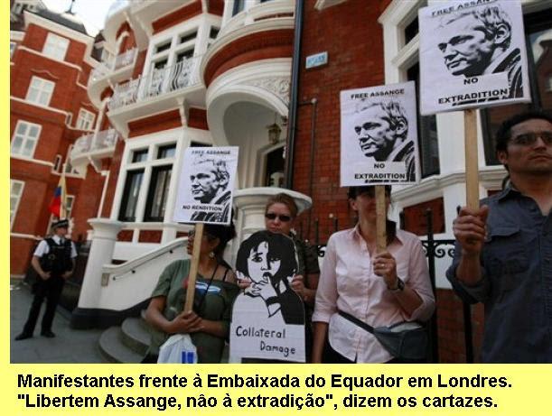 Manifestação em favor de Assange, frente à Embaixada do Equador em Londres.