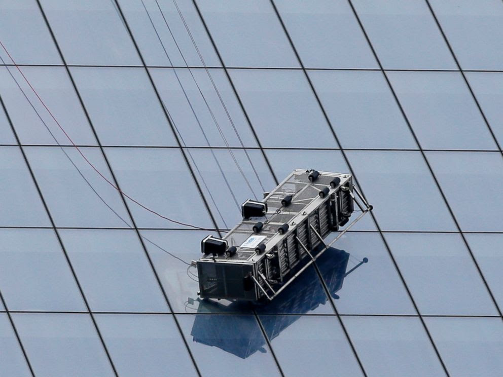 PHOTO: A partially collapsed scaffolding hangs from the One World Trade Center in New York, Nov. 12, 2014.